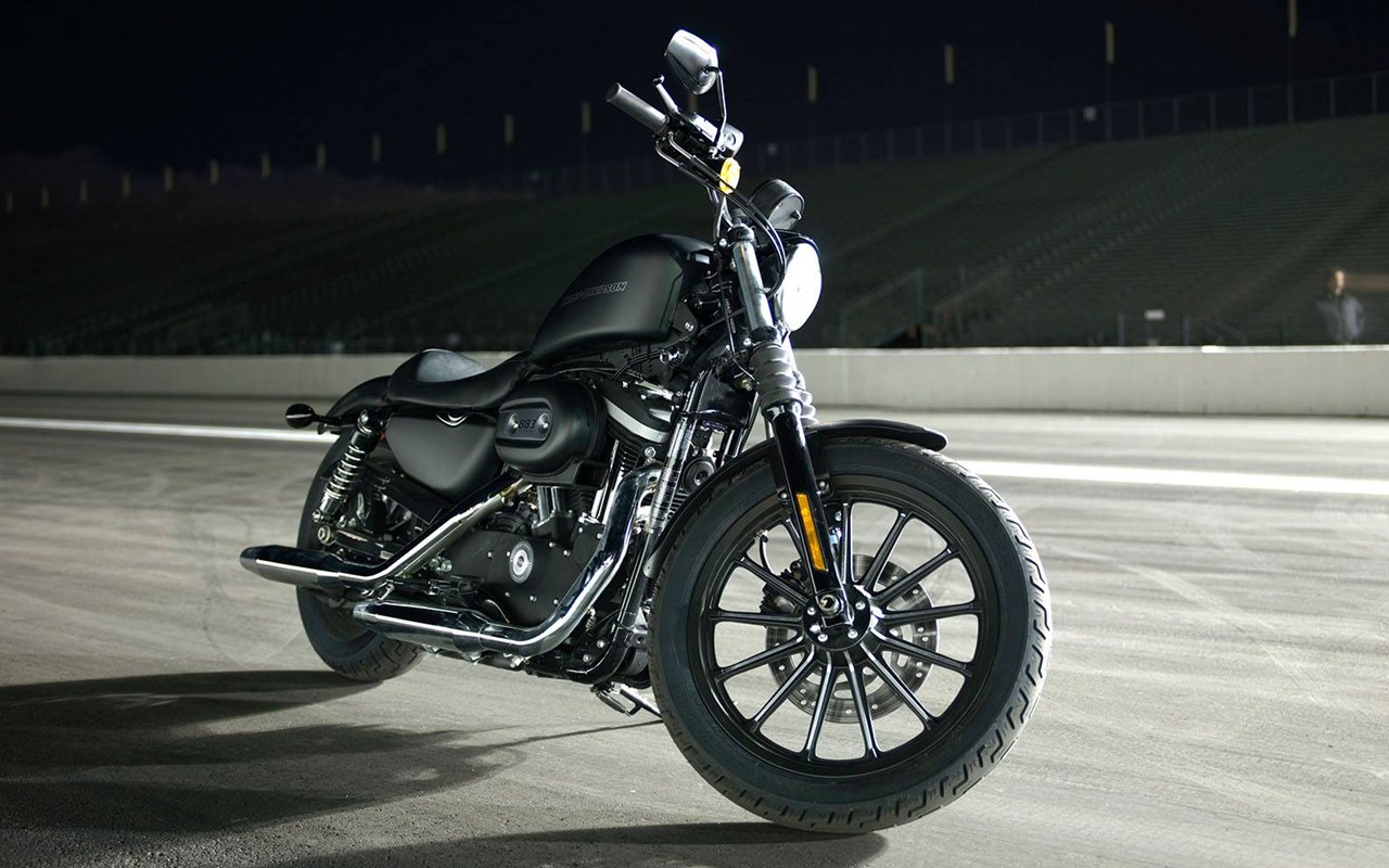 harley davidson iron 883 bike special. Black Bedroom Furniture Sets. Home Design Ideas