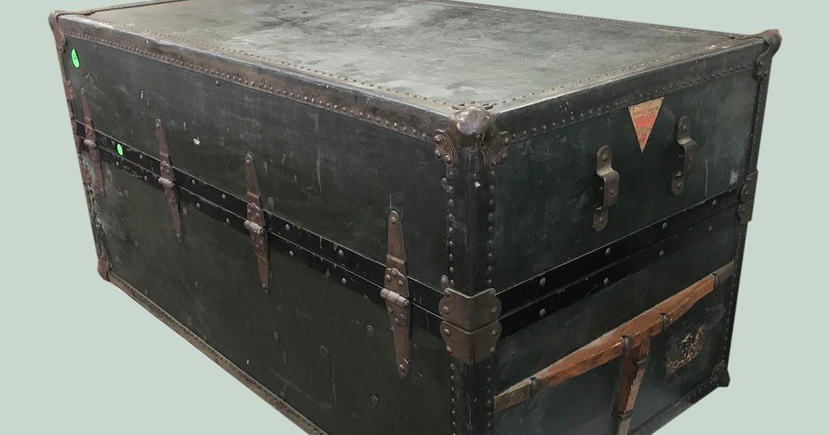 Uhuru Furniture Collectibles Large Steamer Trunk 95 Sold