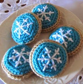 http://translate.googleusercontent.com/translate_c?depth=1&hl=es&rurl=translate.google.es&sl=en&tl=es&u=http://squirrelpicnic.com/2013/12/12/frosted-snowflake-sugar-cookie-crochet-pattern/&usg=ALkJrhjY1OTLkKW5EsrajjHlxVH8AIsroA
