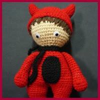 Muñeca demonio amigurumi