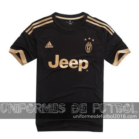 El nuevo tercera para uniforme del Juventus 2015-16 equipación es de color  negro con detalles dorados y unas tres estrellas de oro por encima de la  cresta ... ab232976e82d0