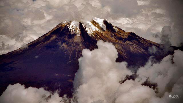 Foto aérea del Nevado del Tolima por Laura Olejua