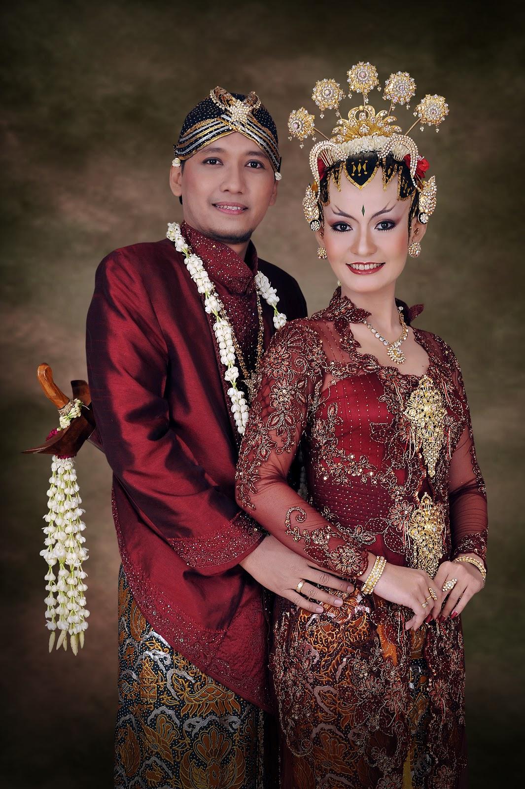 Baju Pengantin Adat Jawa Muslim Modern