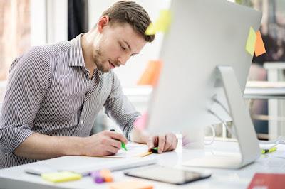desainer grafis graphic designer jasa layanan percetakan klien usaha bisnis modal jutaan omset pemasaran