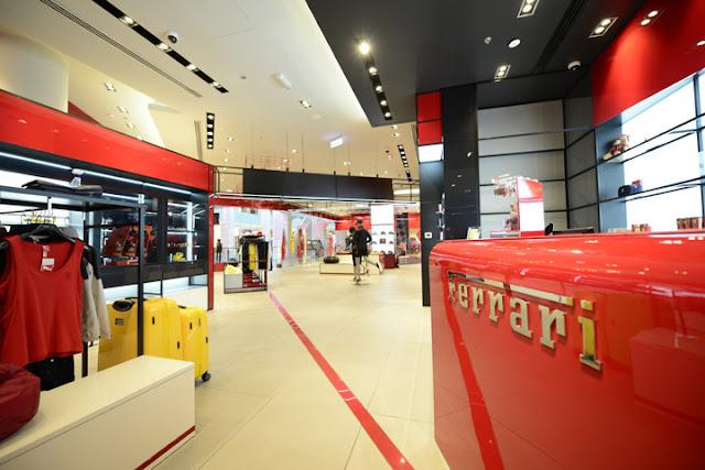 Green Pear Diaries, interiorismo, retail, Ferrari, flagship store, Dubai Mall, Dubai