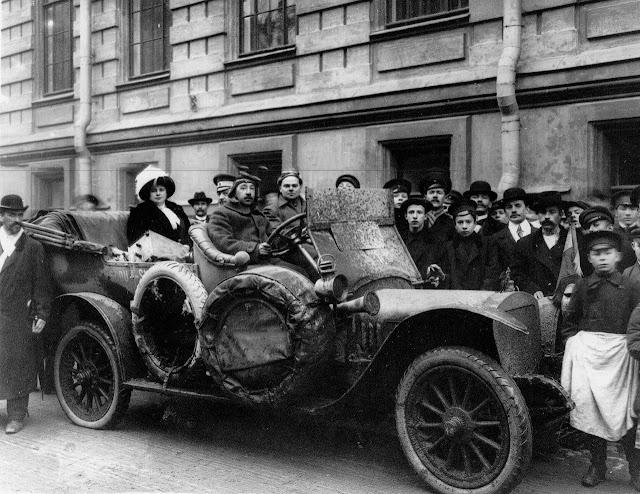 Андрей Платонович Нагель с супругой на собственном автомобиле Руссо-Балт. 1912 г.