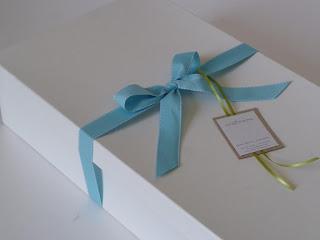 χάρτινο κουτί για λαμπάδα βάπτισης λευκό γαλάζιο