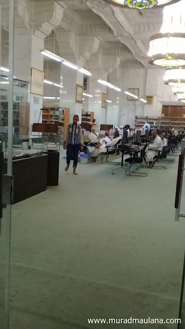 Tampak Pemustaka sedang Membaca di Perpustakaan Masjidil Haram