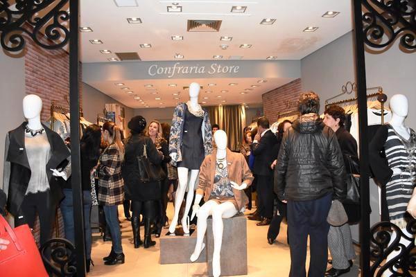 942141e8d351e O empresário Eduardo Nogara destacou que a loja faz lançamentos de modelos  toda a semana e oferece também uma linha plus size, que traz estampas e  design ...