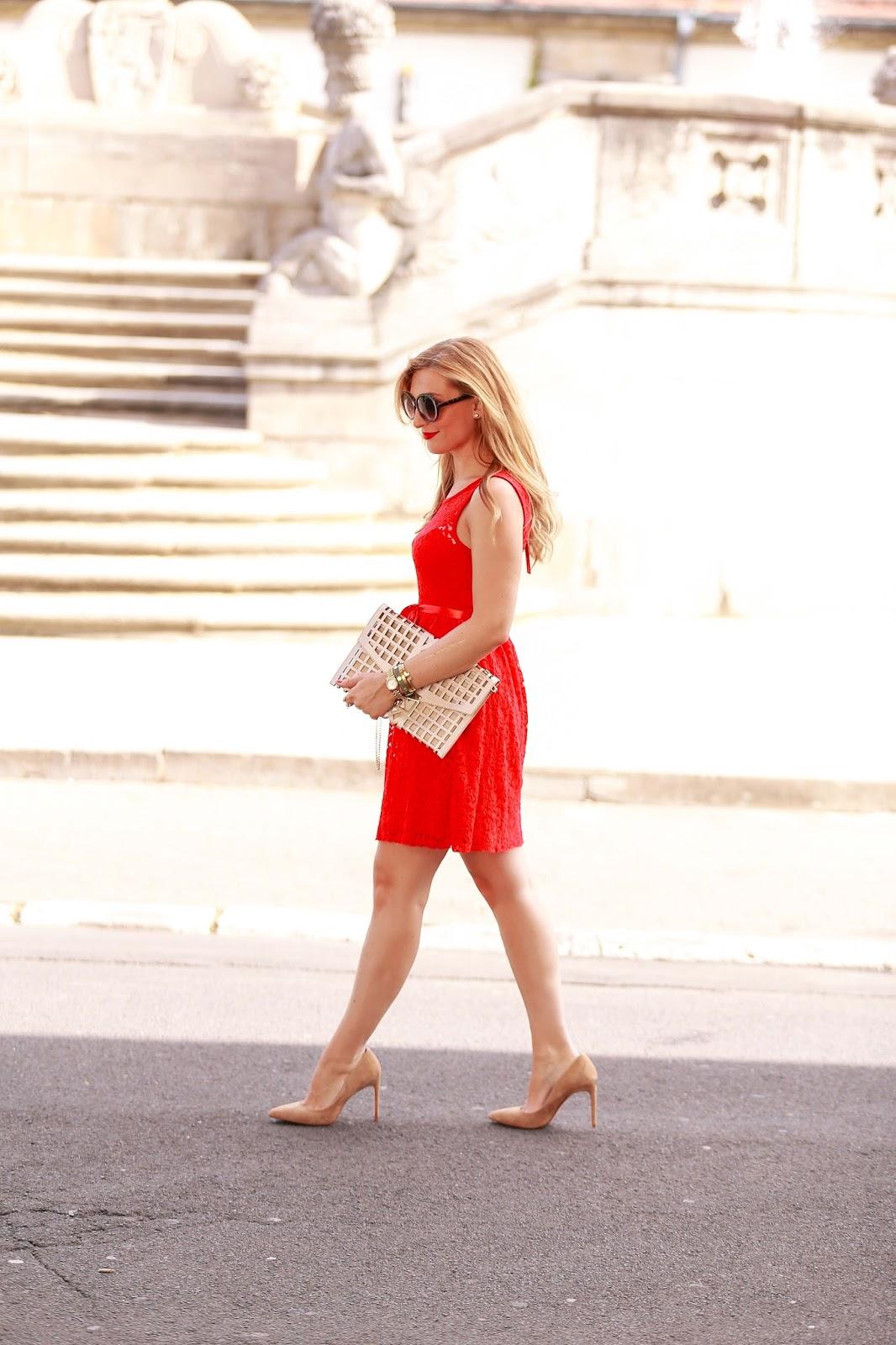Fashionblogger-aus-deutschland-deutsche-fashionblogger-totes-kleid-red-dress-kleid-aus-spitze-spitztenkleid-kombinieren
