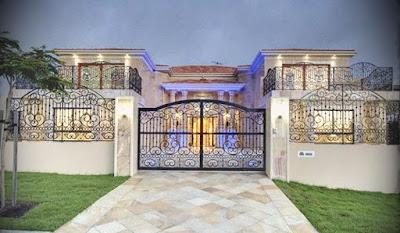 Pagar rumah mewah