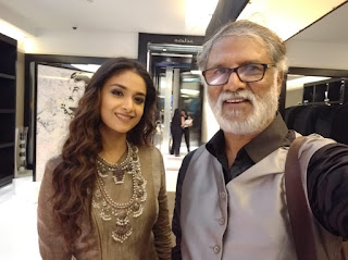 Keerthy Suresh with Cute Smile with Riaz K Ahmed at SIIMA Awards 2019