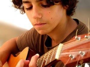 Làm thế nào để chơi một nhạc cụ như đàn guitar