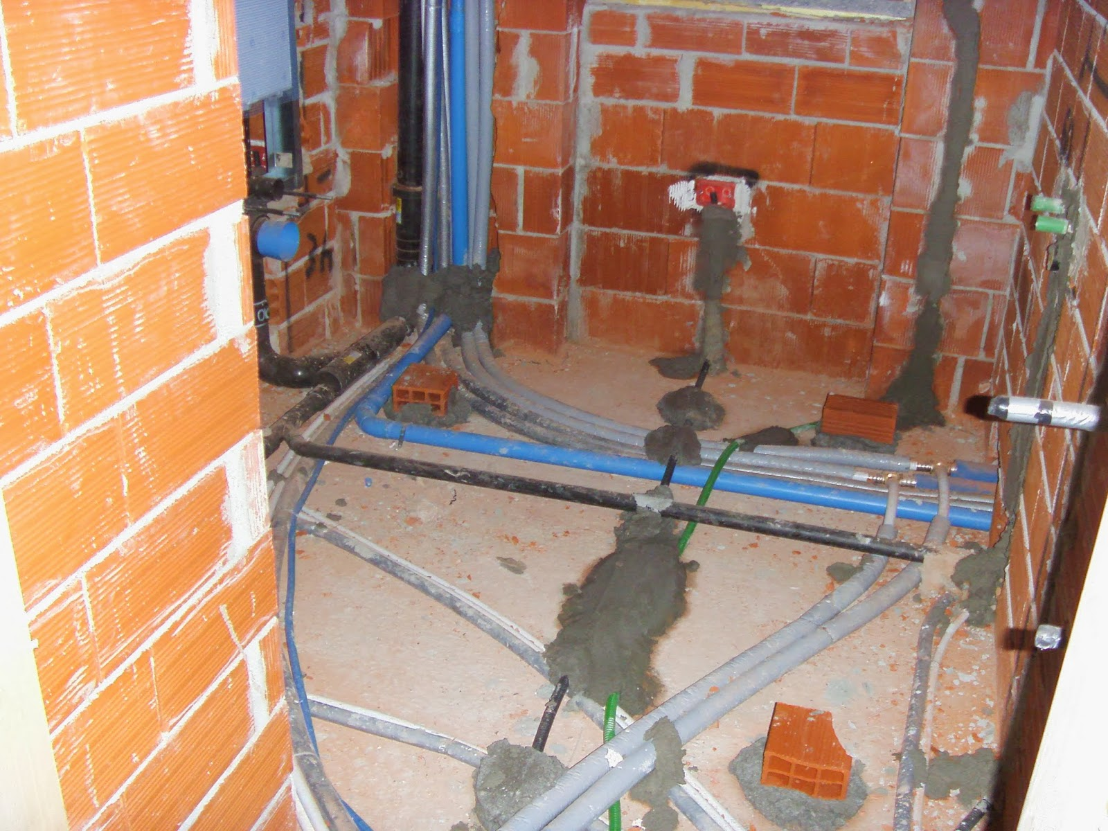 Il costruttore edile finitura degli immobili ed impianti - Impianto idraulico del bagno ...