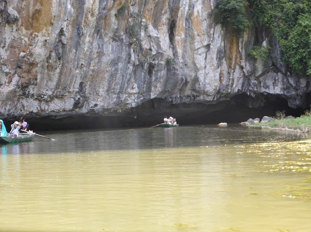 Tam Coc, rio Ngo Dong, cueva Hang Giua