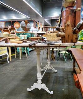 mesa de suprareciclaje de robert bosque en el desembalaje de bilbao