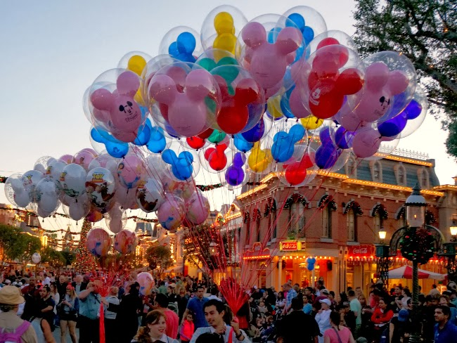 Disneyland S Main Street U S A Gets Dressed Up For The
