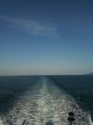 新日本海フェリー甲板。秋田沖