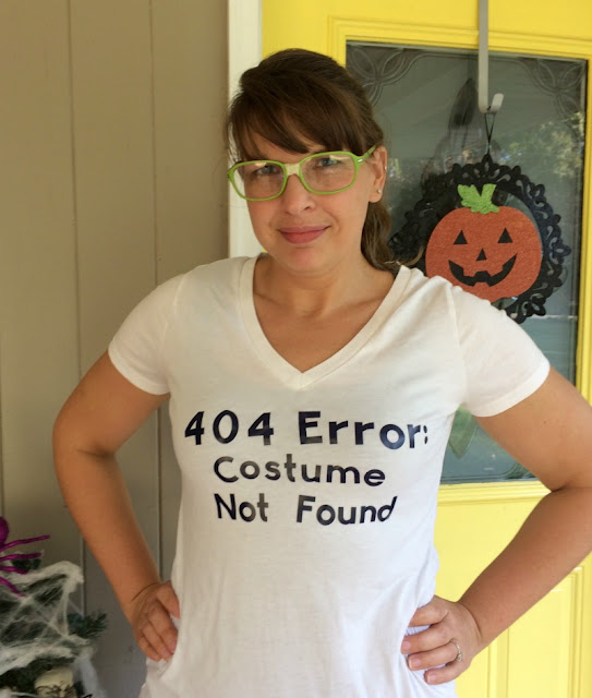 Need a super easy costume for Halloween? Make this easy geeky t-shirt using your Cricut and vinyl!