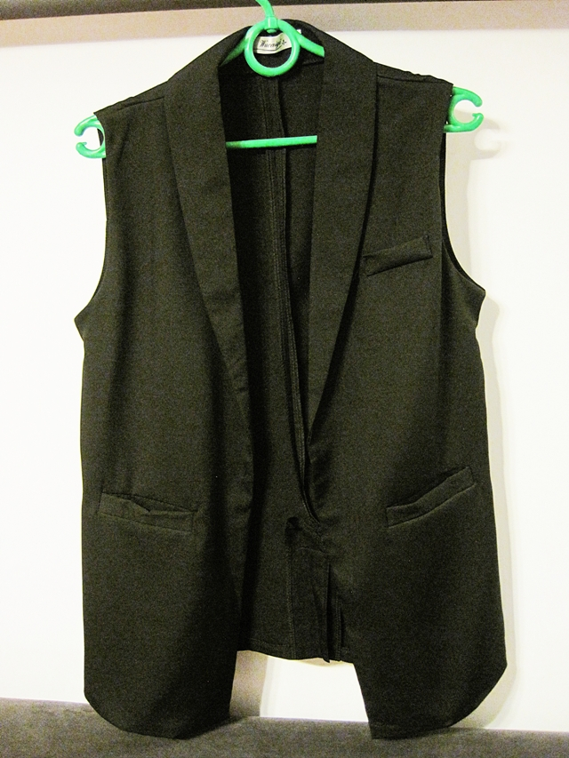 http://www.shein.com/Three-Pocket-Front-Sleeveless-Blazer-Black-p-277895-cat-1739.html?utm_source=marcelka-fashion.blogspot.com&utm_medium=blogger&url_from=marcelka-fashion