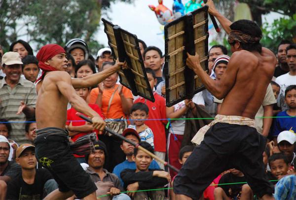 Pertunjukan tradisional suku Sasak