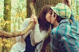 best romantic kiss-beautiful-couple-romantic-lovers-tree-.jpg
