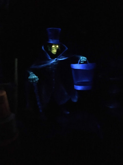 Hatbox Ghost Haunted Mansion Disneyland