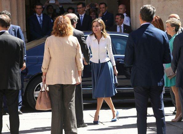 Queen Letizia wore Felipe Varela coat and skirtsuit, Coolook Jewelry earrings, Lodi suede pumps and carried Felipe Varela clutch bag.