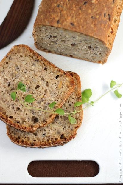 chleb orkiszowy na zakwasie z pięcioma ziarnami
