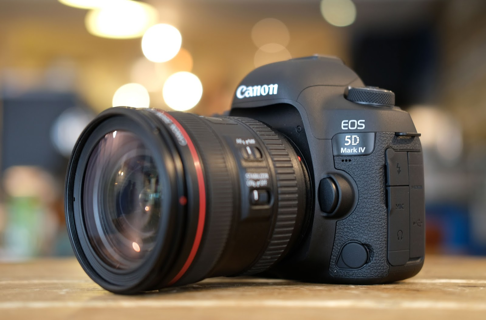 What kind of camera do most professional photographers use?