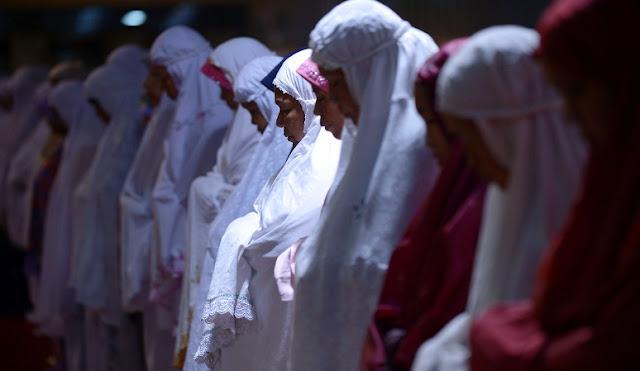 9 Tips Untuk Muslimah Agar Bisa Shalat Dengan Khusyu'