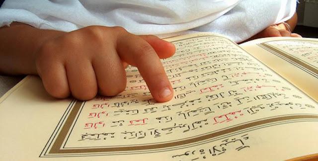 Apakah Wajib Seorang Wanita Memakai Jilbab Ketika Membaca Al Qur'an?