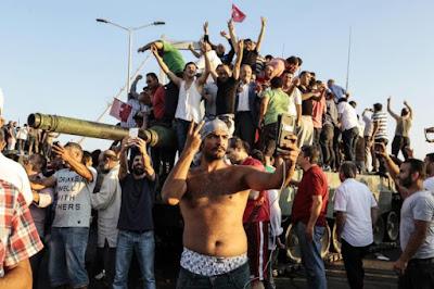 Τουρκία πραξικόπημα: Ένα χρόνο μετά ο Ερντογάν απόλυτος κύριος μιας διχασμένης χώρας