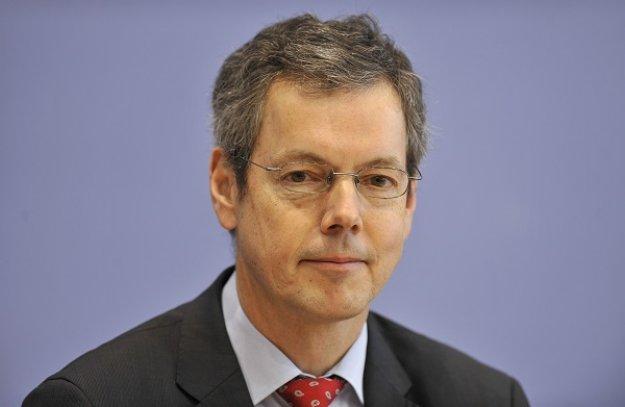 Μπόφινγκερ: Έγιναν λάθη στην Ευρωζώνη και στην Ελλάδα
