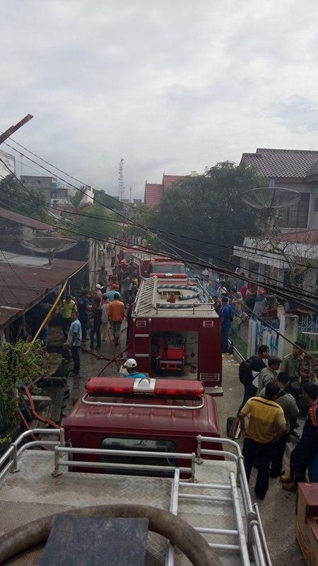 Bagian Belakang dari 3 Rumah di Kota Dumai Hangus Terbakar