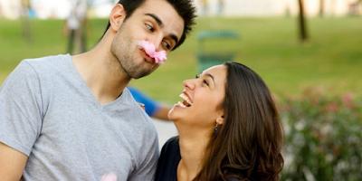 Jatuh cinta menjadi hal yang sangat Istimewa di hati Cara Mengungkapkan Cinta Tanpa Kata-Kata Pada Pria