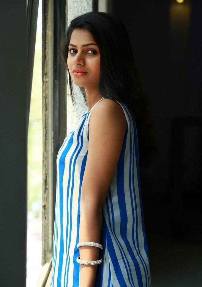 Indian Actress Delna Cute Hot Photo Shoot In Blue Dress