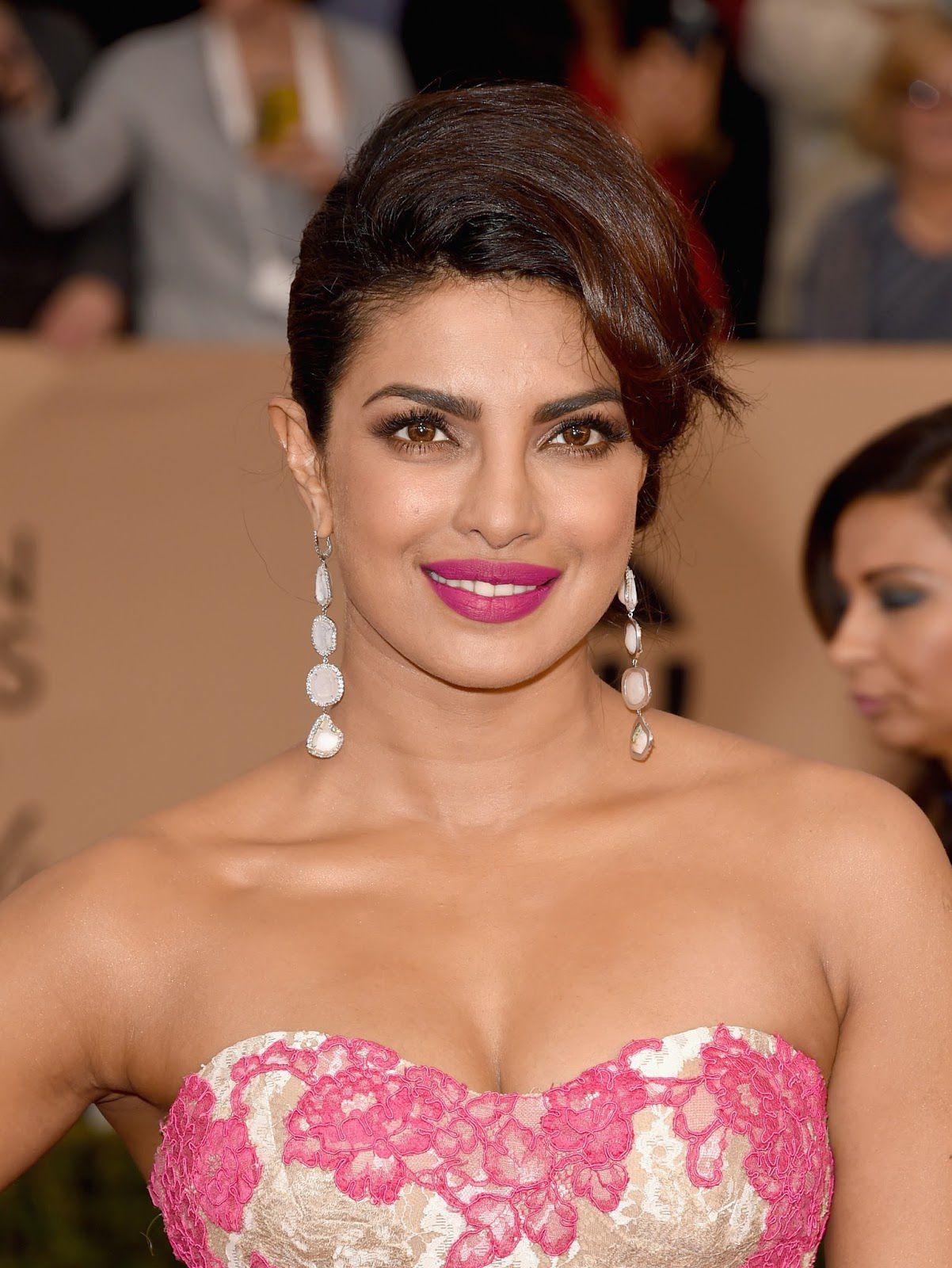 Hindi Hot Girl Priyanka Chopra Sizzling In Pink Gown