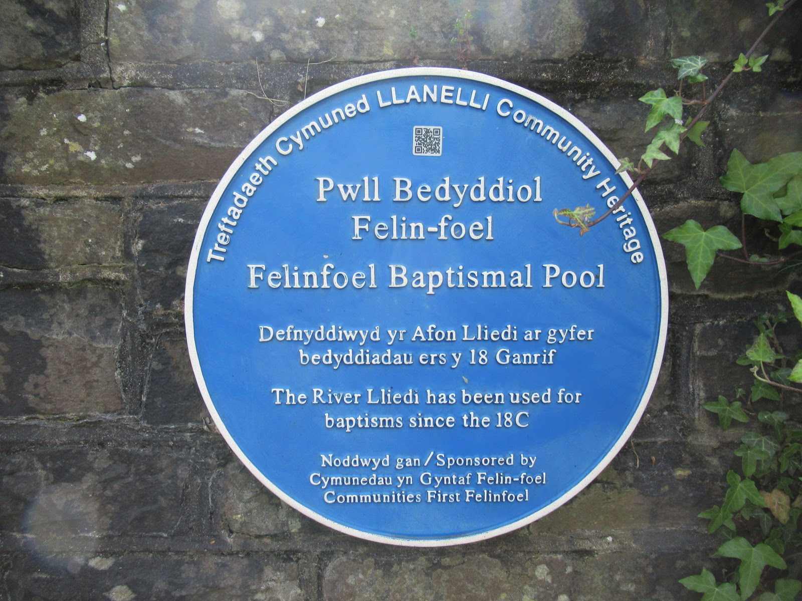 the felinfoel baptistry in the river lliedi has been used at least since early 1700 s though there were baptists in the area much earlier than that