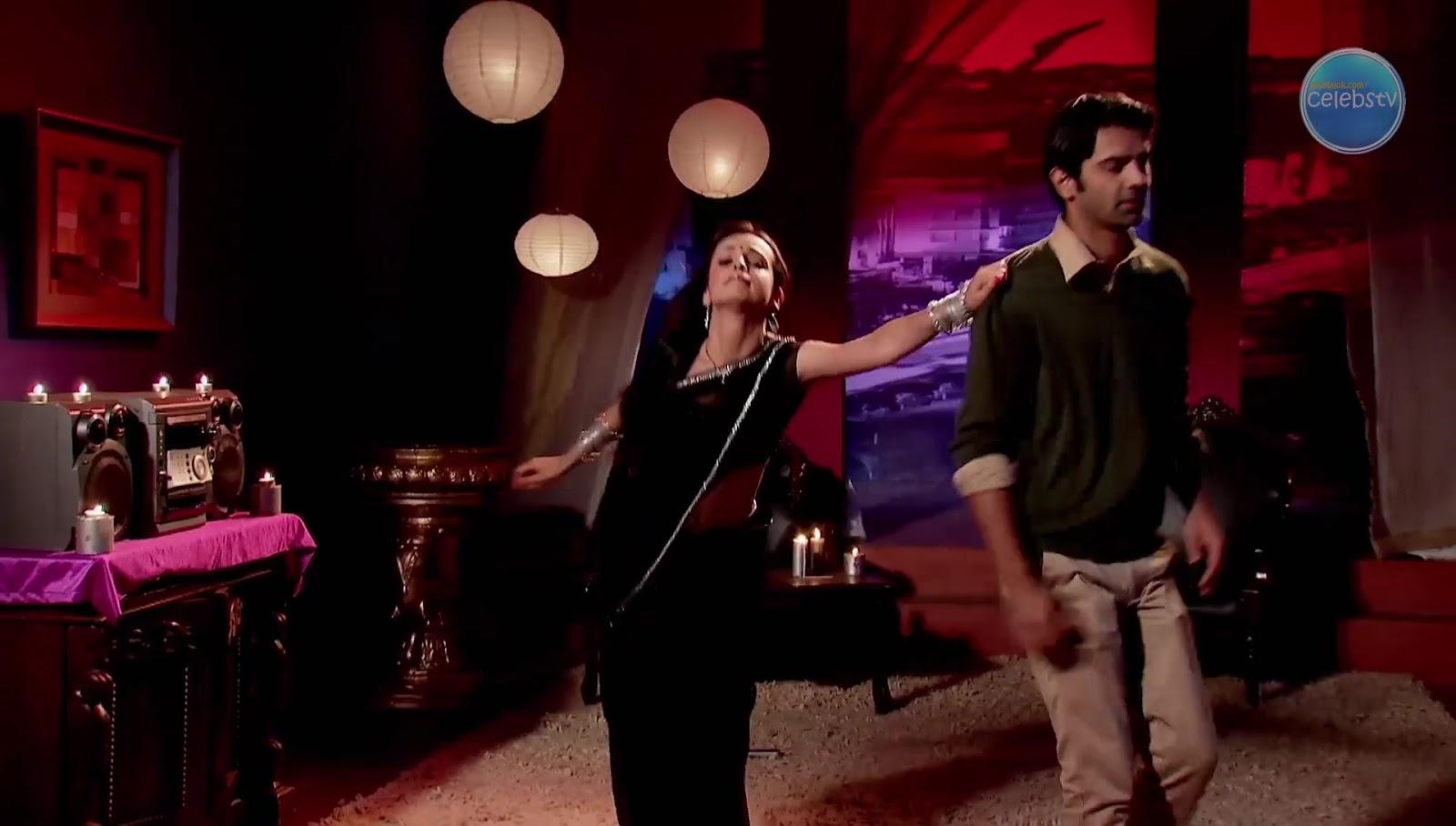 Sanaya Irani Aka Khushi Showing Her Sexy Navel In Dance -8172