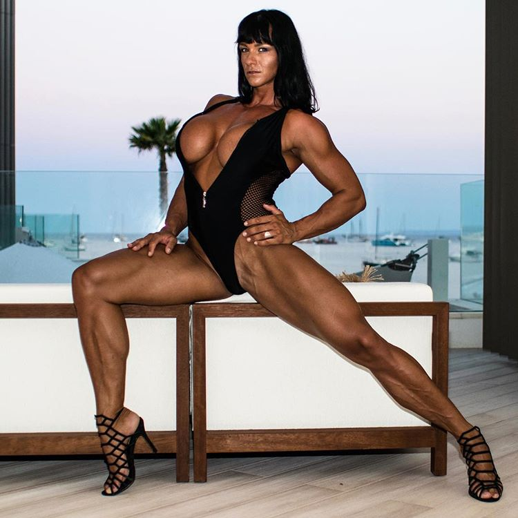 newhalf-muscle-legs-nude-body