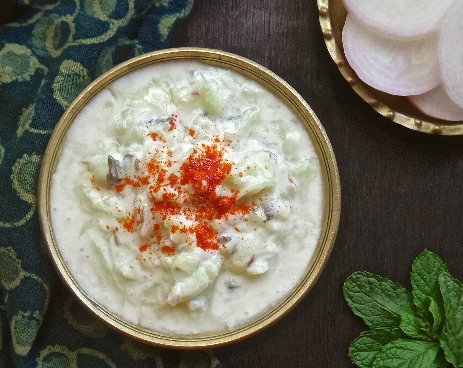 cucumber and mint raita, recipe, vegetarian, easy, cucumber, mint, cumin, yoghurt, chili, raita, cool, dip, condiment, salad,