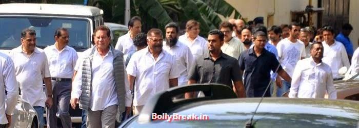 Sharat Saxena, Celebs Visit Ravi Chopra's Funeral