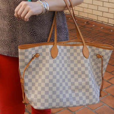 red skinny jeans with Louis Vuitton damier azur MM neverfull tote bag | awayfromtheblue
