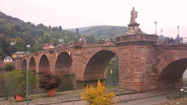 Rio Neckar em Heidelberg, Alemanha