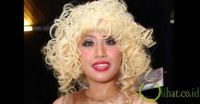 Pinkan Mambo Dengan Rambut Boneka