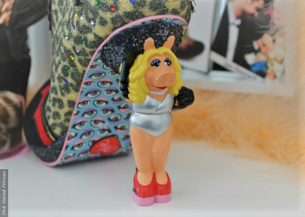 Miss piggy character heel without skirt