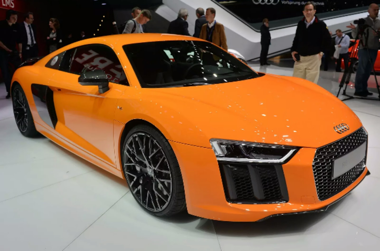 2016 audi r8 e tron review price specs release date types cars. Black Bedroom Furniture Sets. Home Design Ideas