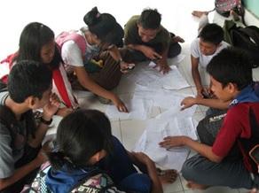 Kerjasama dalam mengerjakan tugas kelompok