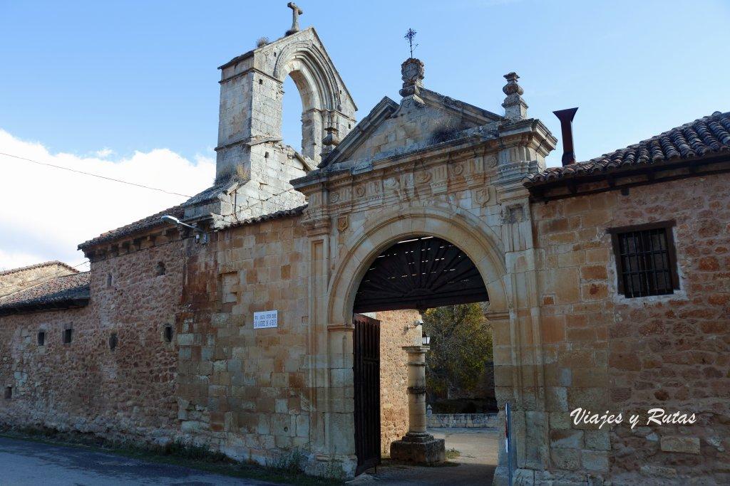 Portada de acceso al Monasterio de San Andrés del Arroyo